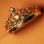 Crown inlay Zircon Ring